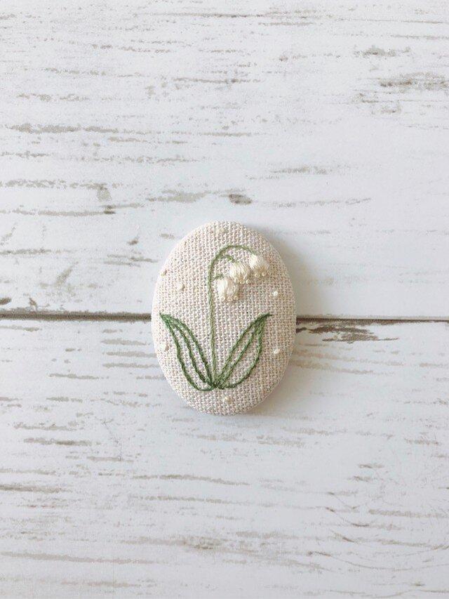 すずらんの刺繍のブローチ 受注制作の画像1枚目