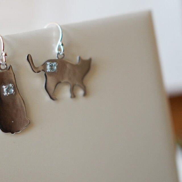 片耳 猫シルエットピアス(エジプト座り猫) タンザナイト,ピンクトルマリン,アクアマリンの画像1枚目