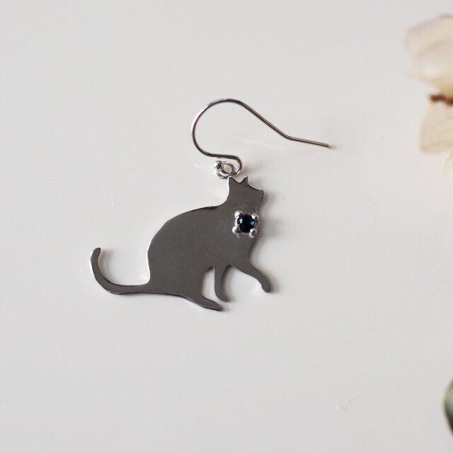 猫シルエットピアス サファイア 片耳の画像1枚目