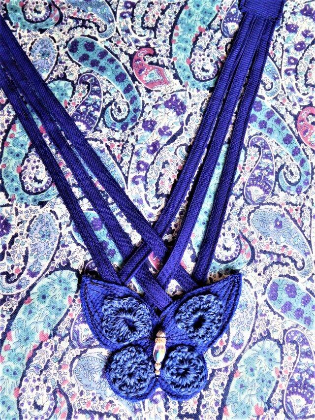 V字ラインのお洋服との相性がいい 交差ネックレス バタフライの画像1枚目