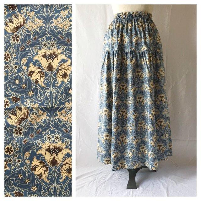 レディのためのティアードスカート(フラワーダマスク:ブルー)の画像1枚目