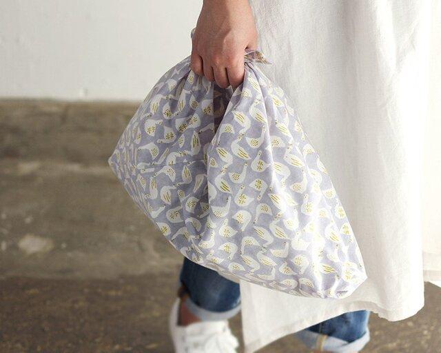 alinのあづま袋 M 50cm 木版染め ブロックプリント あずま袋 マチ付き (スワン/グレー)の画像1枚目