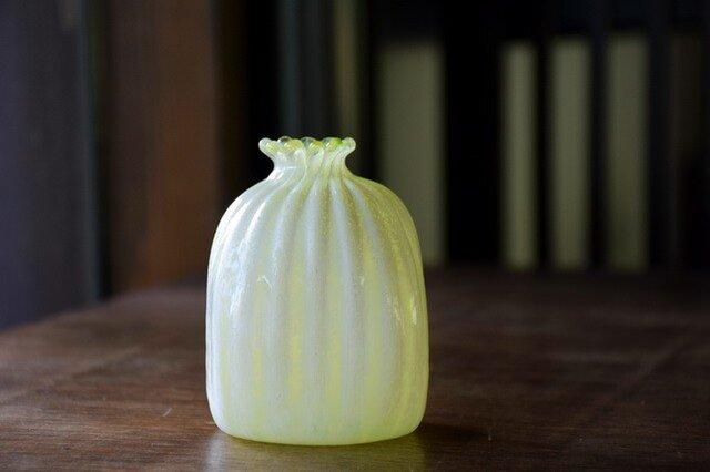 四角い花瓶に雪~黄色~の画像1枚目