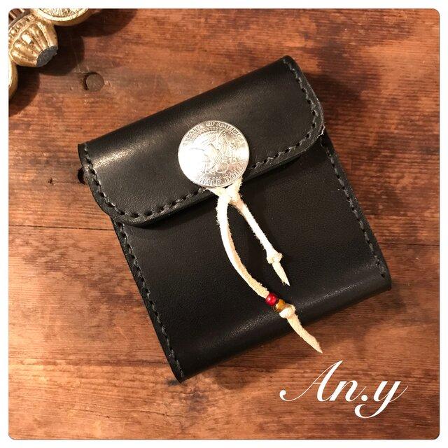 栃木レザー二つ折り財布*オイルバケッタBlack×コンチョ紐巻きの画像1枚目