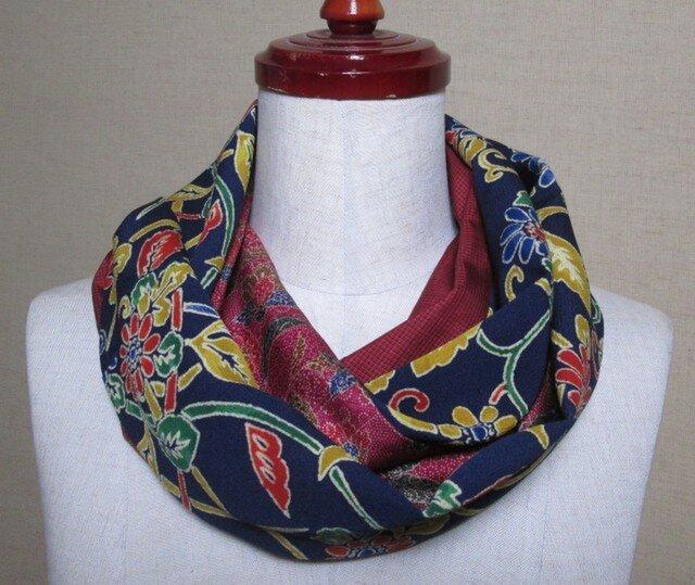 着物リメイク 紺に型染めの小紋着物×大島紬から作ったお洒落スヌードの画像1枚目