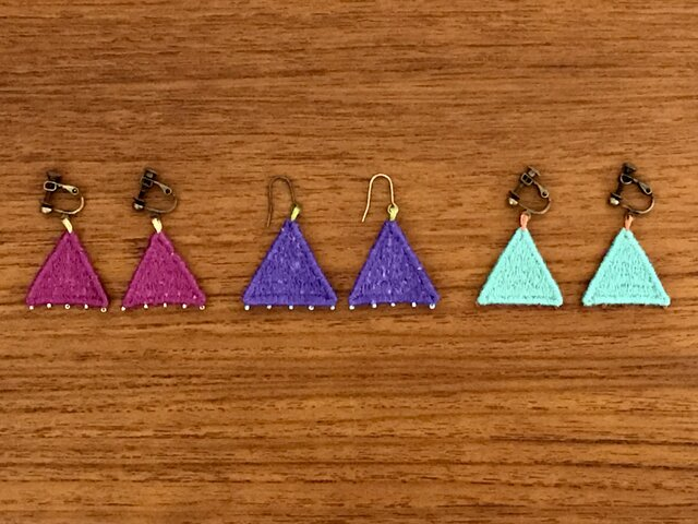 刺繍アクセサリー(三角)の画像1枚目