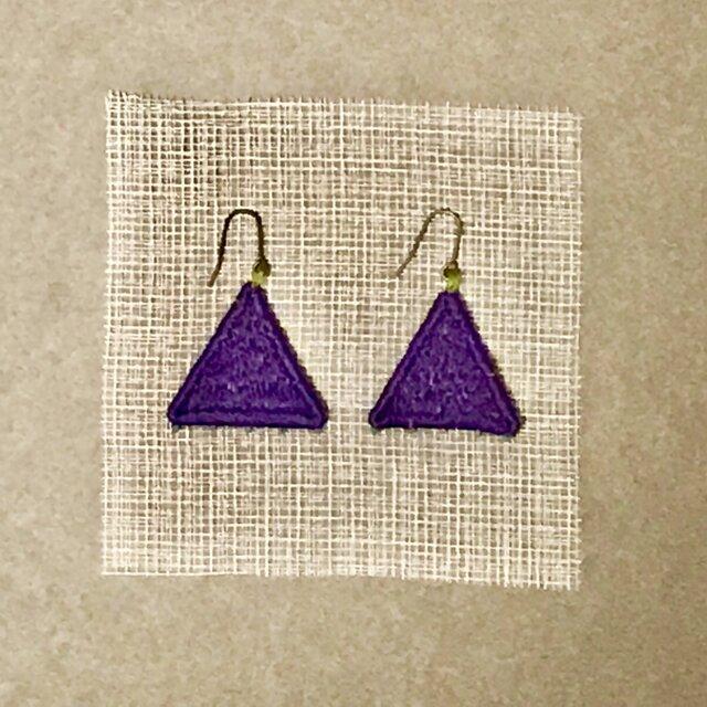 ゆらゆら彩る、刺繍ピアス/イヤリング(三角)の画像1枚目