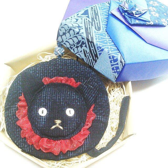ねこ丸、石 -セキくん(紬椿文様のミニ丸ポーチ)の画像1枚目