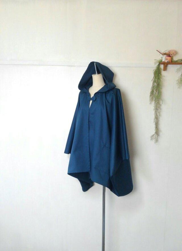 薄い生地の ポンチョ ~ ブルー グリーン コートの画像1枚目