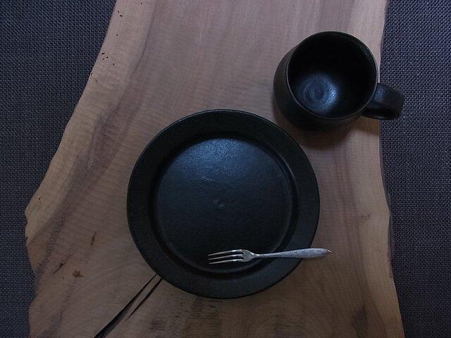 漆黒丸リム皿  Mの画像1枚目
