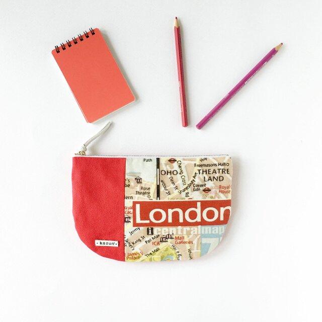 オランダ製生地!赤ロンドン地図柄の半月型ポーチ(内ポケット付き)の画像1枚目