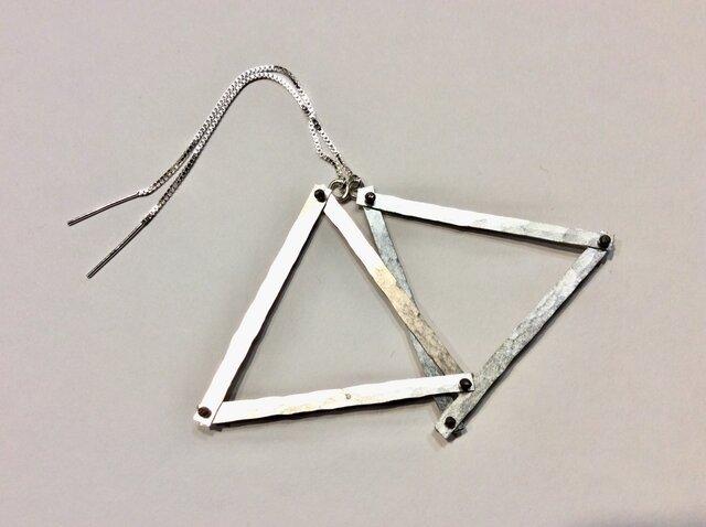 三角形のアメリカンピアスの画像1枚目