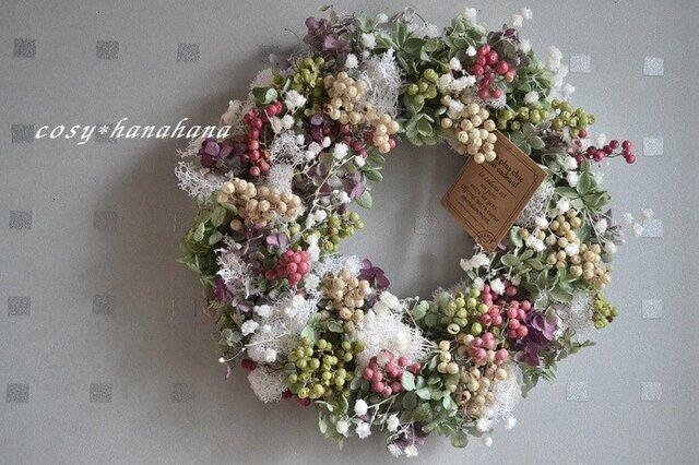 3色のペッパーベリーとかすみ草wreathの画像1枚目