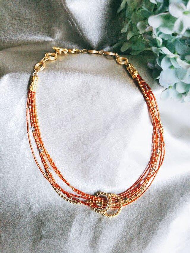 ラメレッドG6連2輪飾りネックレスの画像1枚目