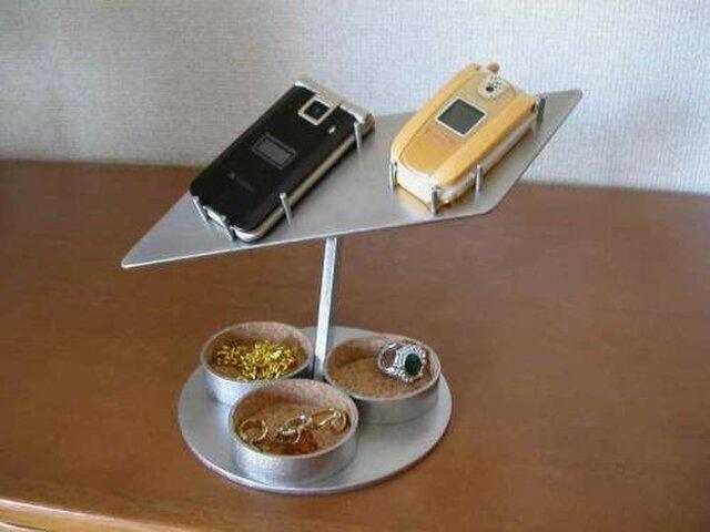 プレゼントに 2台携帯電話スタンド トリプル丸トレイの画像1枚目