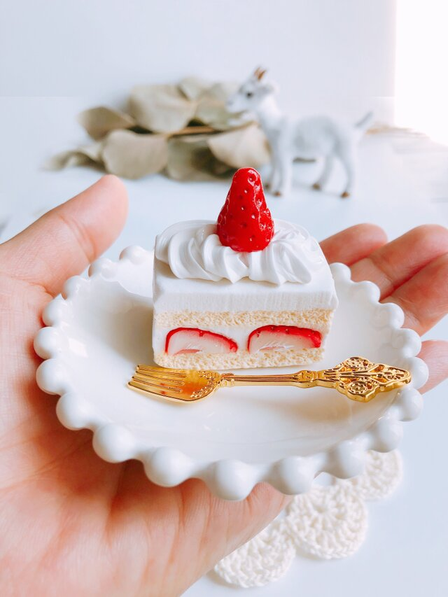 真っ赤な苺のショートケーキ   オブジェ  フェイクスイーツの画像1枚目