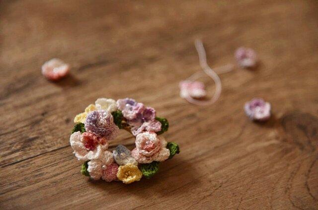 【受注製作】かぎ針編み花のアクセサリ・ブローチの画像1枚目