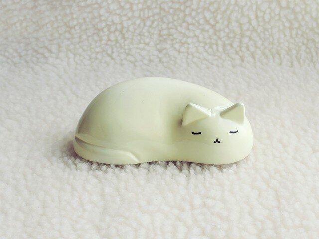 眠り猫(白)の画像1枚目