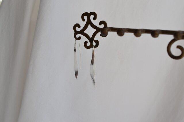 細長い葉の形 ピアス 109の画像1枚目