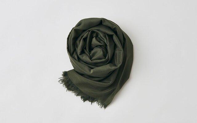 enrica cottonsilk scarf kahki / natural dyeの画像1枚目