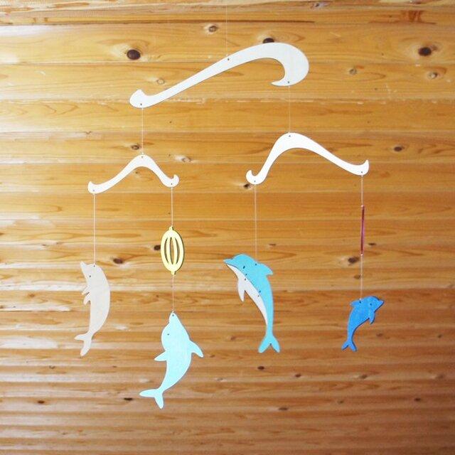 「イルカ」木製モビールの画像1枚目
