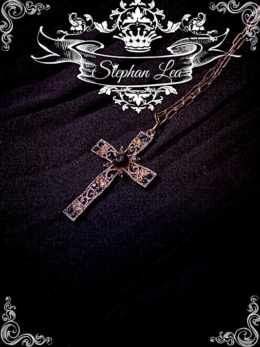 ★Stephan Lea★ブラッククロスストーンペンダントの画像1枚目