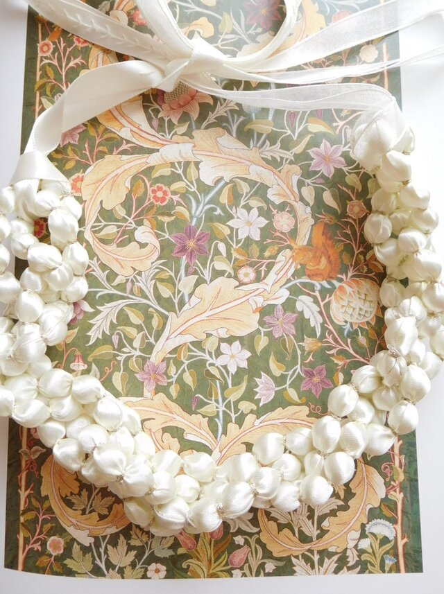 白の光沢 輝きをプラス 布のネックレス (金糸)の画像1枚目