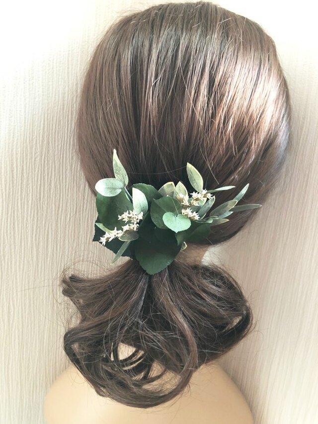 ユーカリ グリーンのボタニカルヘアクリップ髪飾り/プリザーブドフラワー/コサージュ使用可の画像1枚目