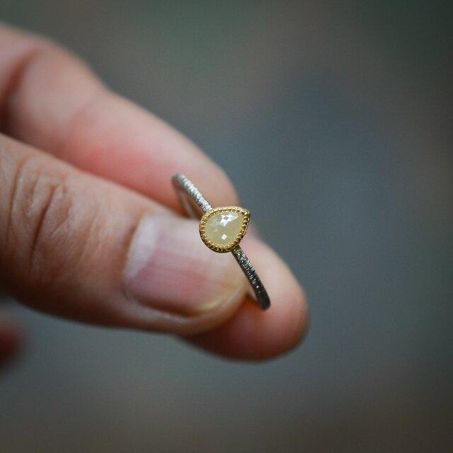 ナチュラル・ダイヤモンドの指環(ミルキーホワイト)の画像1枚目