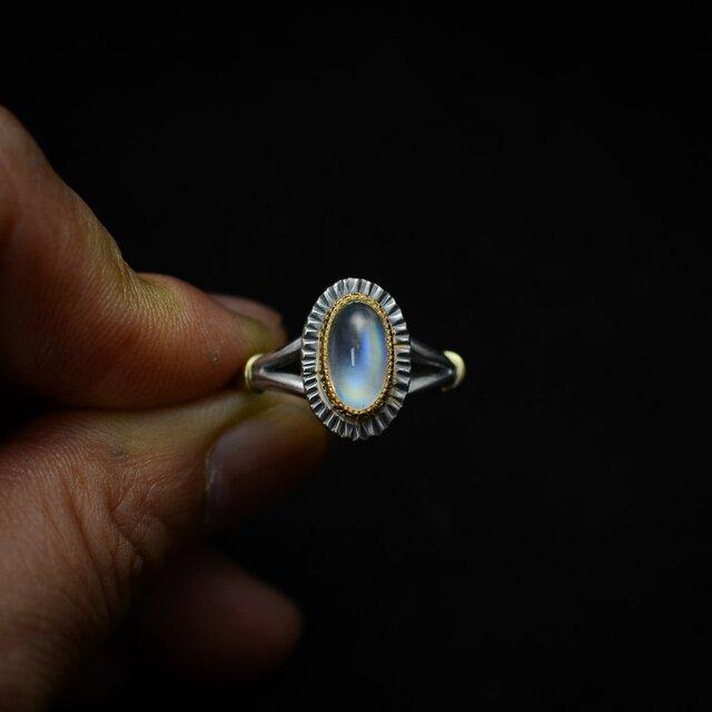 縦長オーバル レインボー・ムーンストーン(ラブラドライト)の指環の画像1枚目