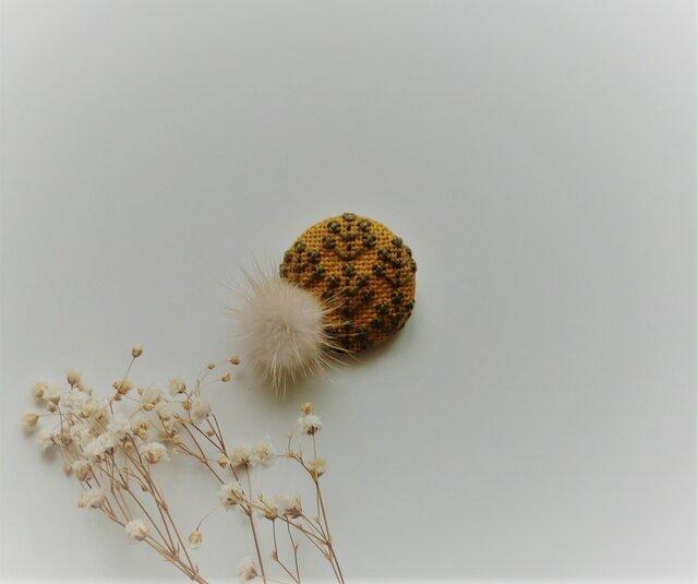 ミンクファー刺繡ブローチ(マスタード)の画像1枚目