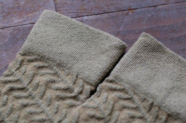 Leaf silk socks カナムグラ染めーグリーンの画像1枚目