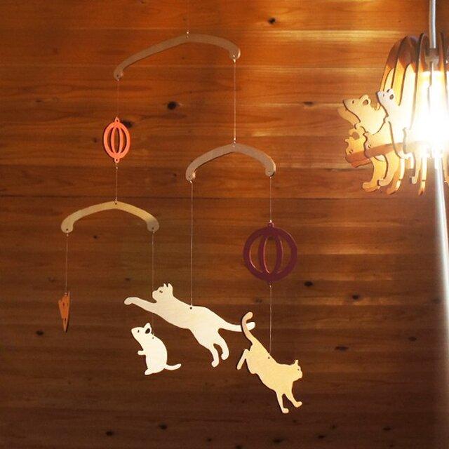 「ねことねずみ」木製モビールの画像1枚目