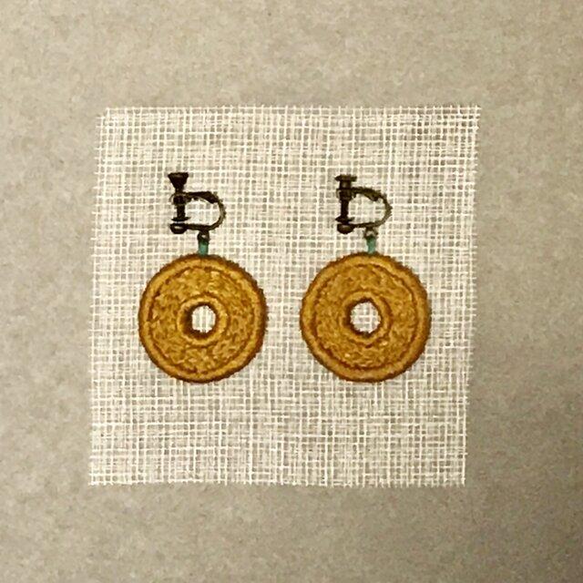 ゆらゆら彩る、刺繍ピアス/イヤリング(丸)の画像1枚目