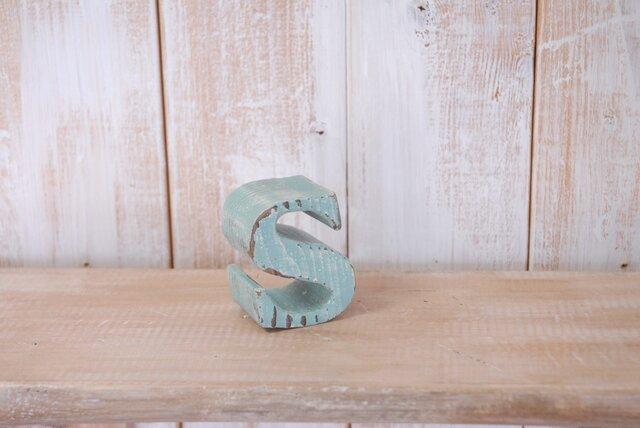 木製アルファベット「s」エイジングオブジェの画像1枚目