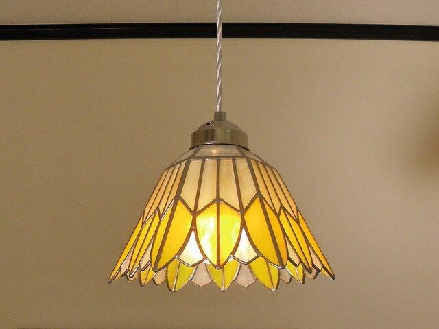 イエローのお花(ステンドグラスペンダントライト) 吊り下げ照明・ガラス Lサイズ・(コード長さ調節可)22の画像1枚目