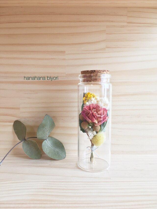 バラと小花のミニミニブーケの小瓶 Cの画像1枚目