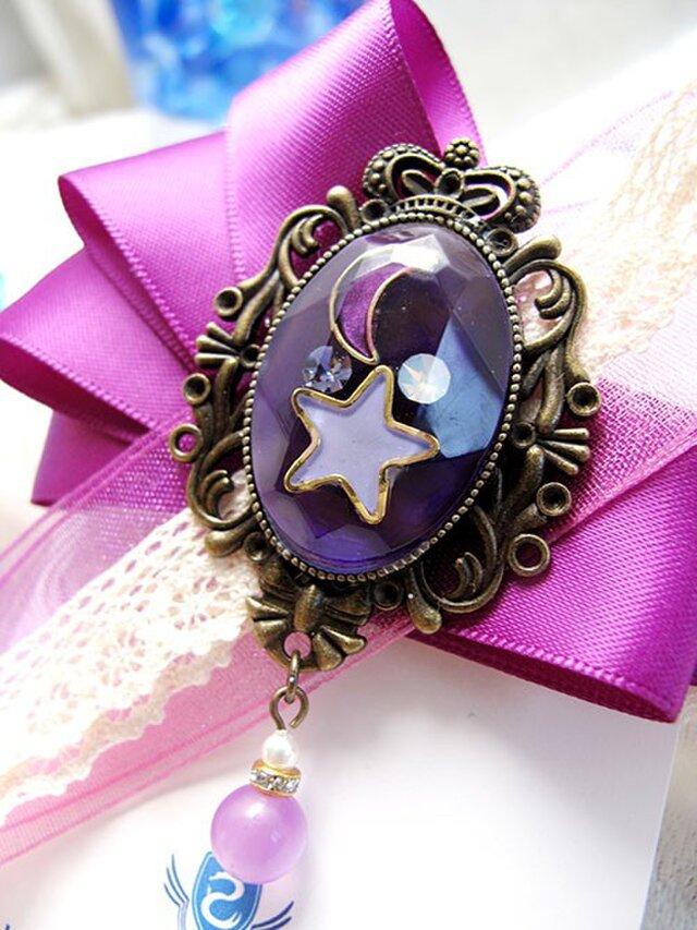 【ハロウィンカラー】月と星の輝く宇宙りぼんブローチ 紫の画像1枚目