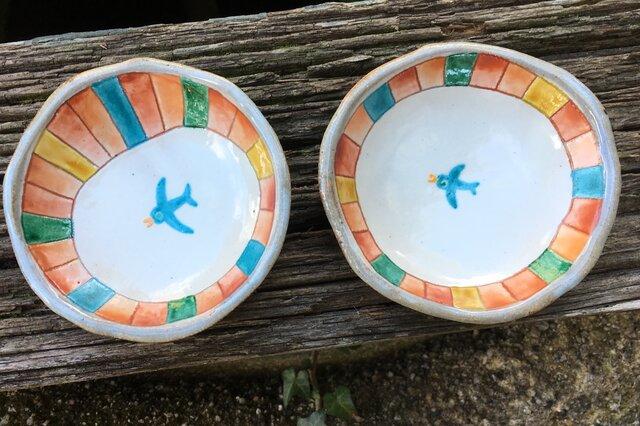 カラフル・ハッピー深小皿(青い鳥)再出品の画像1枚目