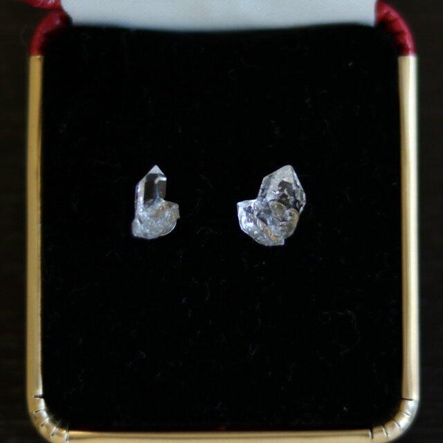 (一点もの)双晶・ハーキマーダイヤモンドのスタッドピアス(10mm・チタンポスト)の画像1枚目