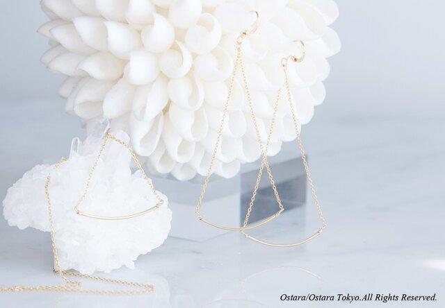 【Minimalism】14KGF Cuvy Bar Earrings,-- GoldxGold--の画像1枚目