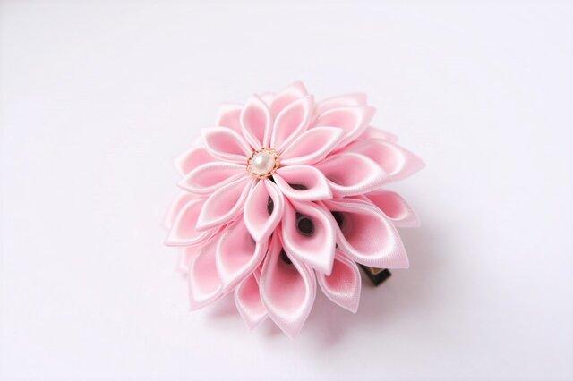 つまみ細工 薄桃花のコサージュ lightの画像1枚目