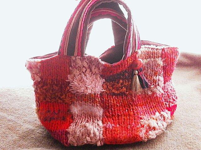 絵画なパッチ ふんわりトートバッグ 手編み タッセル アンティークピンクの画像1枚目