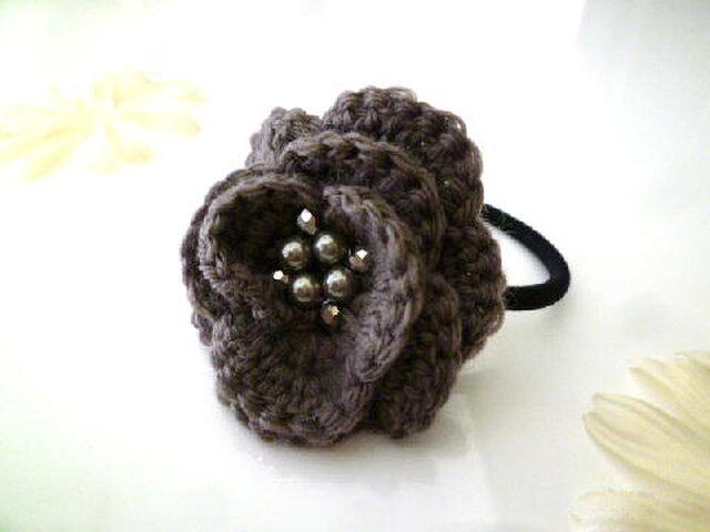 フラワー毛糸編みヘアゴム グレーの画像1枚目