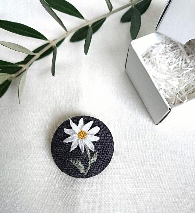 〈受注製作〉刺繍ブローチ カモミールの画像1枚目