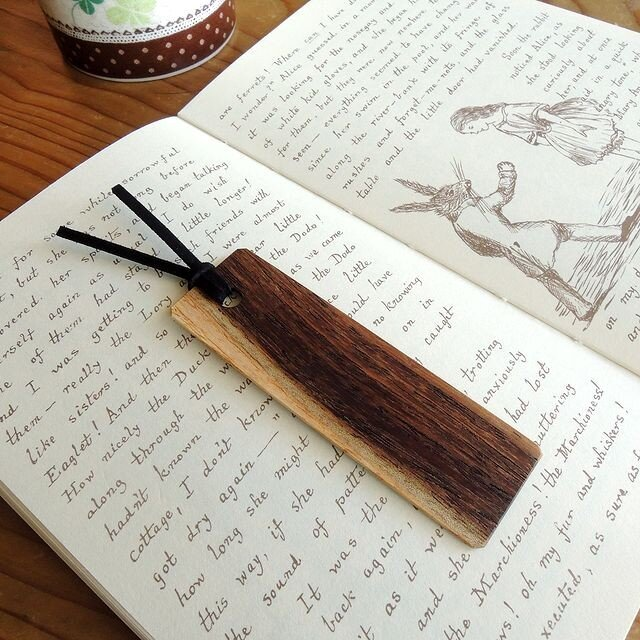 【訳あり/限定1枚】白茶のツートン♪ネムノキの木製しおりの画像1枚目
