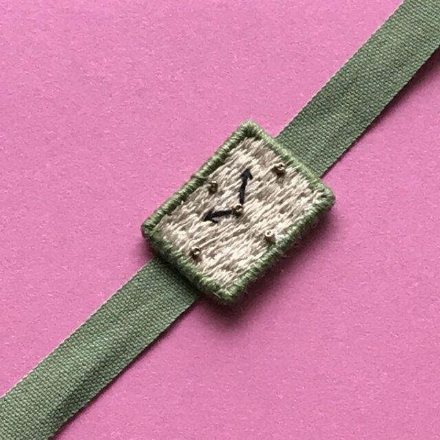 腕時計モチーフの刺繍ブレスレットの画像1枚目