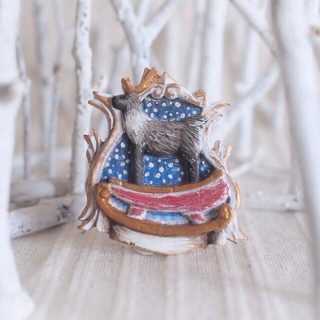 受注制作 ブローチ 橇の上のトナカイ  (ボックス付き)の画像1枚目