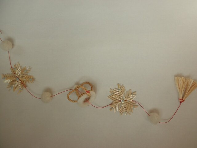 麦藁細工のガーラント 星と王冠の画像1枚目