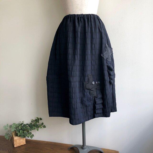 おもしろい加工生地のコクーンスカート(黒)の画像1枚目